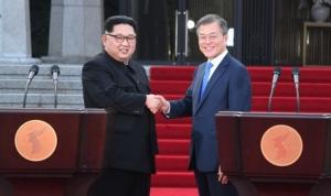 """จีนขานรับการประชุมสุดยอดเกาหลีเหนือ – ใต้ ระบุ """"วิกฤตการณ์มิอาจแยกพี่น้องออกจากกัน"""""""