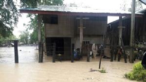 พายุฝนถล่มสระแก้ว น้ำท่วมหลายจุด ตาพระยาบ้านเรือน ปชช.เสียหาย