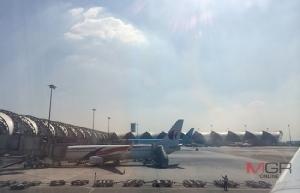 เมื่อหลุมจอดเครื่องบินที่สุวรรณภูมิเต็มจนเป็นสาเหตุของความล่าช้าถูกประกาศในต่างแดน