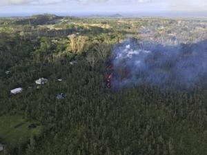 ฮาวายประกาศภาวะฉุกเฉิน! หลังภูเขาไฟปะทุรุนแรง-ธารลาวาไหลบ่าเข้าหาชุมชน (ชมคลิป)
