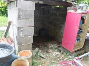 ผู้ใจบุญเร่งช่วย 3 แม่ลูกหญิงล้วนครอบครัวลำบาก แม้แต่ประตูห้องน้ำยังไม่มี