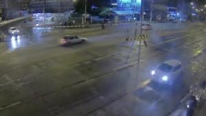 พยานเผยนาทีรถเก๋งสีขาวซิ่งชน จยย.จอดติดไฟแดงสนั่นแยกสันทราย-ชะลอความเร็วก่อนเร่งเครื่องหนี
