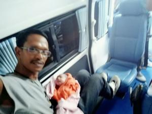 เจ้าหน้าที่กู้ภัยที่กระบี่ช่วยทำคลอดสาวท้องแก่ สุดท้ายปลอดภัยทั้งแม่และลูก