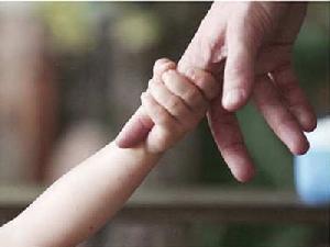 """8 วิธีช่วยพ่อแม่รับมือ """"ลูกเล็ก"""" ไม่อยากไปโรงเรียน"""