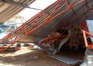 พายุฤดูร้อนกระหน่ำ 2 อำเภอมหาสารคาม บ้านเรือนเสียหายหนัก 226 หลังคาเรือน