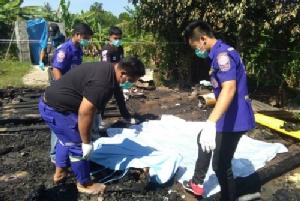 เศร้า! ไฟไหม้บ้านชาวนาเมืองช้างวอด เจ้าของบ้านวิ่งเข้าไปเอาทรัพย์สินถูกไฟคลอกดับคากองเพลิง