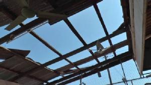 สั่งปิด 3 วัน! ร.ร.บ้านคูขาดบุรีรัมย์พายุถล่มอาคารพังยับ เสาไฟฟ้า-ต้นไม้ล้มเกลื่อน