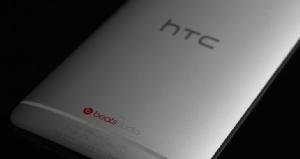 สัญลักษณ์ HTC หลังสมาร์ทโฟนรุ่น HTC ONE
