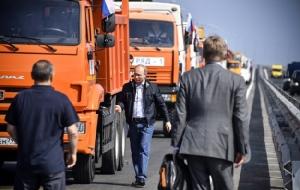 "InPics: ""ปูติน"" ขับรถบรรทุกทำพิธีเปิด ""สะพานไครเมีย"" ยาว 19  ก.ม เชื่อมแผ่นดินใหญ่รัสเซีย ยาวที่สุดในยุโรป"