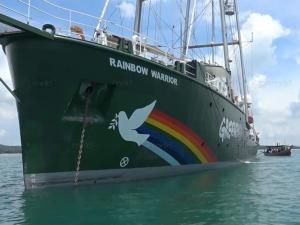 """""""เรือเรนโบว์ วอร์ริเออร์"""" จอดทอดสมอที่แหลมสมิหลา พร้อมเปิดให้ขึ้นชมเรือตลอด 6 วัน"""