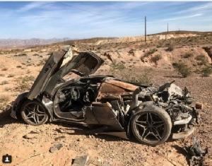 """InClip:  ฮือฮา!! ตำรวจรัฐเนวาดาพบซากรถแข่งซูปเปอร์คาร์ """"แม็คลาเรน"""" สนนราคา 300,000 ดอลลาร์ พังยับกลางทะเลทราย แต่ไร้เงาคนขับ"""