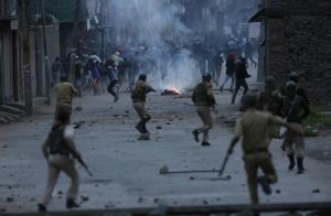"""In Pics : อินเดียประกาศหยุดยิงใน """"แคชเมียร์"""" ช่วงเทศกาลรอมฎอน ครั้งแรกในรอบ 18 ปี แต่กลุ่มกบฏไม่รับน้ำใจ"""