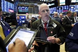 น้ำมันคงที่-ทองลง หุ้นสหรัฐฯ ปิดลบกังวลความตึงเครียดทางการค้า