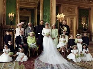 """เผยภาพถ่ายครอบครัวแบบเป็นทางการครั้งแรกของราชวงศ์หลังงานเสกสมรส """"เจ้าชายแฮร์รี-เมแกน มาร์เคิล"""""""