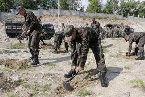 ทหารนำกำลังเข้าพื้นที่บ้านศาลเชิงดอยสุเทพ ขุดหลุมรอปลูกป่าฟื้นฟู 27 พ.ค.61(ชมคลิป)