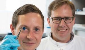 """สุดยอด! นักวิจัยอังกฤษใช้เครื่องพิมพ์ชีวภาพ 3 มิติ พิมพ์ """"กระจกตา"""" สำเร็จครั้งแรกของโลก"""