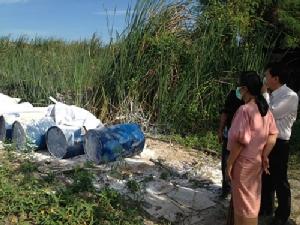 ชาวบ้านร้องโรงงานชุ่ยนำสารเคมีอันตรายทิ้งข้างหมู่บ้าน