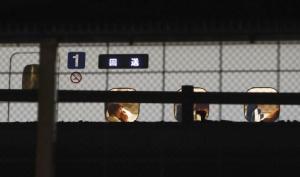 หนุ่มญี่ปุ่นตกงานหงุดหงิด ควงมีดไล่แทงคนบนรถไฟหัวกระสุน ตาย 1 เจ็บ 2