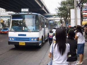 """เบรกประมูลรถเมล์ 25 เส้นทางใหม่ เร่งสรุปแผนปฏิรูปเคาะ """"จัดสรรหรือประมูล"""""""