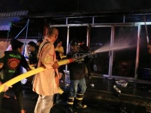 พริบตาเดียววอดทั้งหลัง! ไฟไหม้ร้านผลไม้กลางเมืองยะลา 30 นาที เหลือแต่ตอ