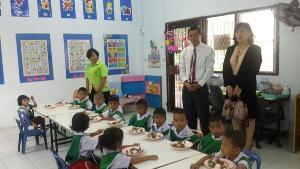 ผอ.โรงเรียนฯ ตะพานหินหลั่งน้ำตา แจงข้อหากินงบอาหารกลางวันเด็ก โยนคนร้องก็ร่วมเซ็น