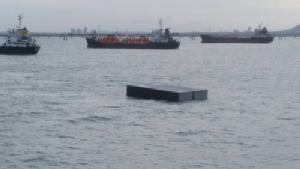 เรือบรรทุกตู้คอนเทนเนอร์กว่า 70 ตู้ จมใกล้เกาะท้ายตาหมื่น ลูกเรือปลอดภัย