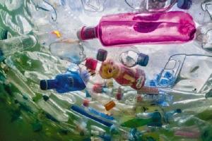 """""""Planet or Plastic?"""" มหากาพย์วิกฤติพลาสติก ในเนชั่นแนล จีโอกราฟฟิก ฉบับภาษาไทย"""