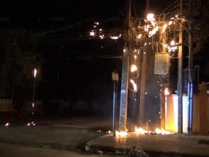 ไฟไหม้สายไฟฟ้าในเมืองสงขลากลางดึก ดับเพลิงไม่กล้าฉีดน้ำ สาเหตุกำลังตรวจสอบ