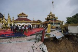 ภาพสะเทือนใจ.. เจดีย์ไจ๊ตาลานเมืองมะละแหม่งน้ำท่วมเสียหายย้ายพระพุทธรูปกันชุลมุน