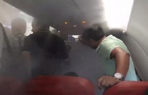 แอร์เอเชียอินเดียทำงามหน้า! เร่งแอร์จนสุดไล่ผู้โดยสารลงเครื่อง ไม่สนข้างนอกฝนตกหนัก (ชมคลิป)