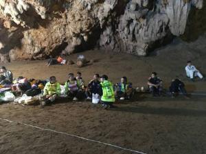 ผู้ว่าฯ สั่งเดินหน้าพร่องน้ำถ้ำหลวงคืนนี้ นักประดาน้ำทีมสวีเดนถึงเชียงรายแล้ว