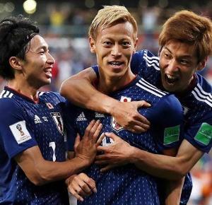 """ชมรถคู่กายศูนย์หน้าตัวเก่ง """"เคสุเกะ ฮอนดะ"""" ก่อนลุ้นญี่ปุ่นทะลุรอบ 16 ทีมคืนนี้"""
