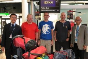 การบินไทยสนับสนุนการเดินทางทีมช่วยเหลือฟุตบอลทีมหมูป่าติดค้างในถ้ำหลวง