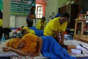 """แม่บ้านหัวกาหมิงสตูลเข้าคอร์ส """"นวดแผนไทยเพื่อสุขภาพ"""" เสริมรายได้เลี้ยงครอบครัว"""