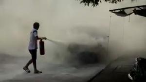 ระทึก.. เพลิงไหม้เก๋งติดแก๊สที่จอดหน้าโรงเรียนเมืองจันท์ฯ ทำหนีตายอลหม่าน