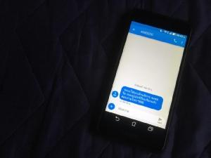 ลูกหลานต้องดูแล อย่าปล่อยให้ 'SMS กินเงิน' จากมิจฉาชีพดูดสตางค์ไปฟรีๆ