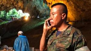 """รู้จัก """"พล.ร.ต.อาภากร อยู่คงแก้ว"""" ผบ.หน่วยซีล ในวันที่ภารกิจค้นหา 13 ชีวิตถ้ำหลวงสำเร็จ"""