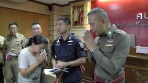 ตำรวจภาค 4 เร่งจัดการนายทุนเงินกู้โหด คืนโฉนดที่ดินให้ชาวบ้านล็อตแรก 20 ราย