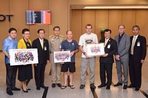 """""""คมนาคม"""" โดยการบินไทย ร่วมขอบคุณและส่งนักดำน้ำในถ้ำเดินทางกลับอังกฤษ"""