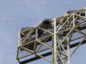 ผงะ! พบศพหนุ่มวัยรุ่นบนเสาไฟ คาดปีนไปตัดแล้วถูกช็อตดับ
