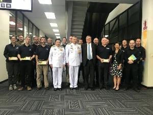 """ขอบคุณแทนคนไทย! กองทัพออสเตรเลียส่งเครื่องรับ """"หมอแฮร์ริส-คณะฮีโร่ถ้ำหลวง"""" กลับแล้ว"""