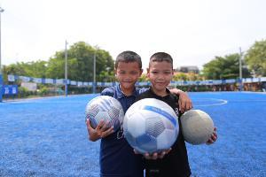 คิง เพาเวอร์ สานฝันเด็กไทยมอบฟุตบอลล้านลูกทั่วประเทศ