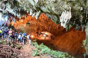 หนุ่มแม่สาย เผยประสบการณ์ระทึกติดถ้ำหลวงปี 45 โชคดีลอดรูปีนผาพัทยาบีช-โถงสามแยกได้(ชมคลิป)
