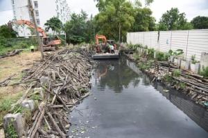 พัฒนาแก้มลิงบึงหมู่บ้านเฟรนชิพขนาด 40 ไร่ รองรับน้ำฝน ป้องกันน้ำท่วม ถ.สุคนธสวัสดิ์