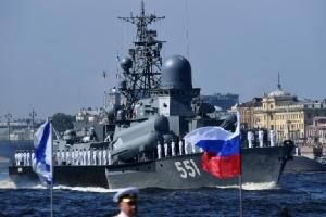 In Pics : 'รัสเซีย' จัดสวนสนามทางนาวีอวดแสนยานุภาพ  'ปูติน' เผยปีนี้นำเรือใหม่เข้าประจำการ 26 ลำ