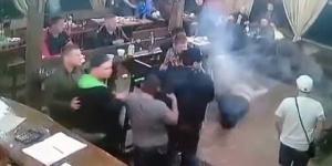 """ภาพช็อก!! มือสังหารบุกรัวยิง """"เจ้าพ่อมาเฟียรัสเซีย"""" ตายกลางงานฉลองออกจากคุก (ชมคลิป)"""