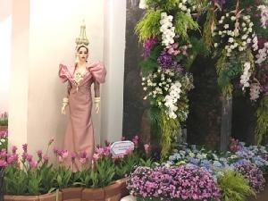 """เนรมิตหนุมานจากดอกไม้กว่าแสนดอก จัดใหญ่งาน""""ปทุมมาราชินีป่าฝน"""" น้อมถวาย""""พระราชินี ในรัชกาลที่ ๙"""""""