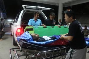วัยรุ่นคลองหลวงโชว์ความเถื่อน เข้าตะลุมบอนกันถูกยิงและฟันได้รับบาดเจ็บทั้ง 2 ฝ่าย