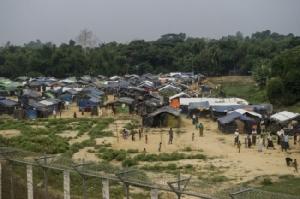 พม่าวอนบังกลาเทศหยุดช่วยเหลือโรฮิงญาที่ติดค้างระหว่างสองพรมแดน