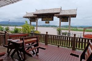 """ร้าน """"ครัวไทย"""" อิ่มอร่อยเมนูปลาแม่น้ำรสดี บรรยากาศสุดชิลริมฝั่งโขง"""